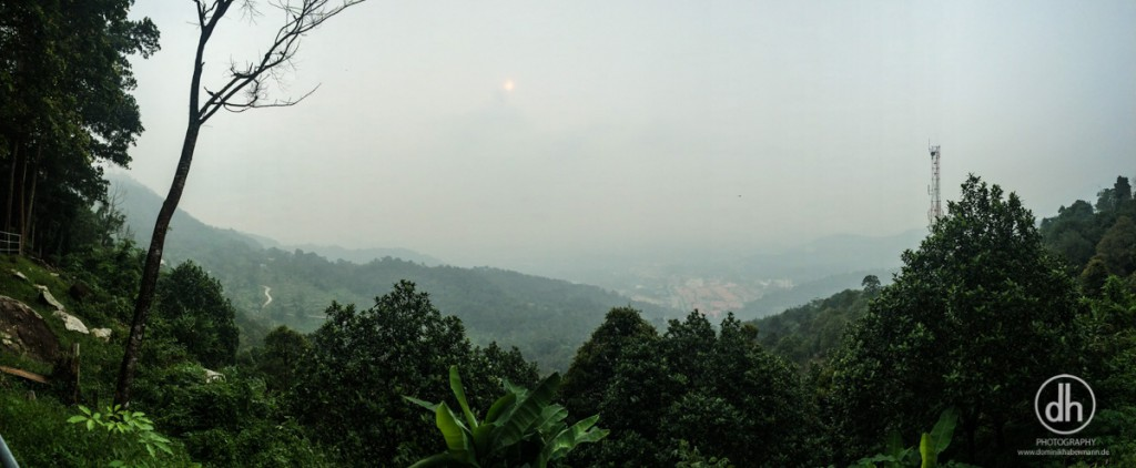 Penang Island - Durch den Smok (Waldbrände) kommt selbst die Sonne kaum durch
