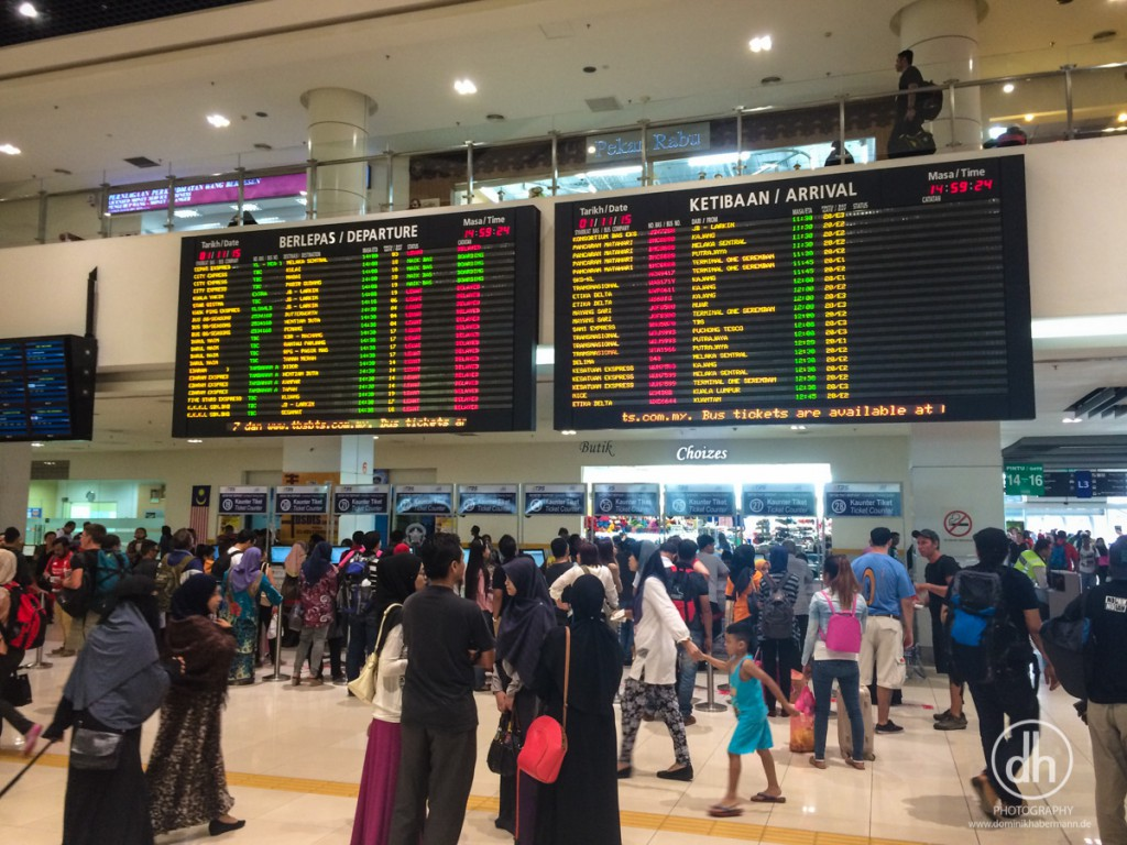 Kuala Lumpur - Abfahrt nach Malaka (Busbahnhof - organisiert wie ein Flughafen)